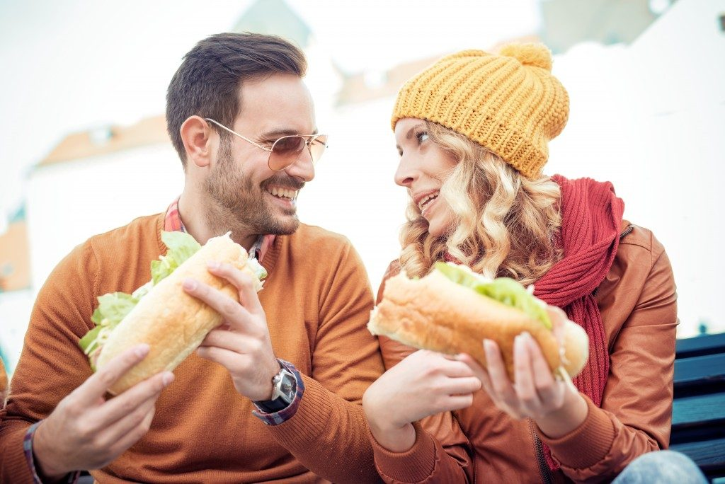 Couple eating buns at a fast food restaurant