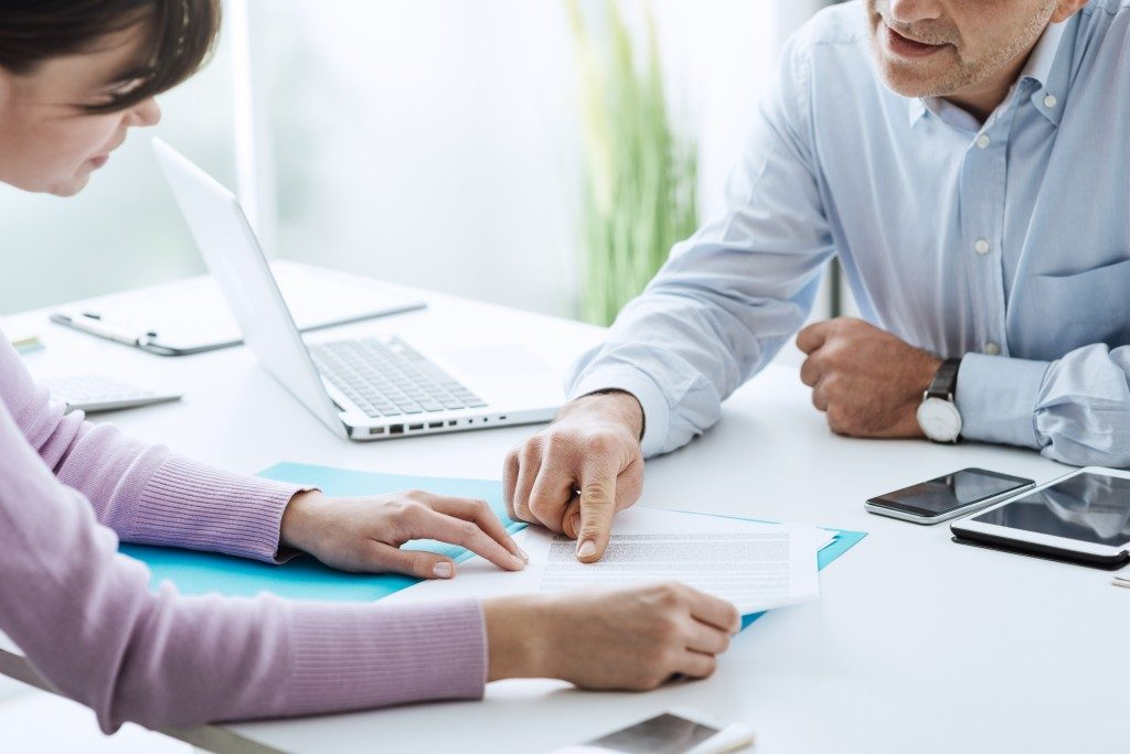 Health Insurance Agent with client