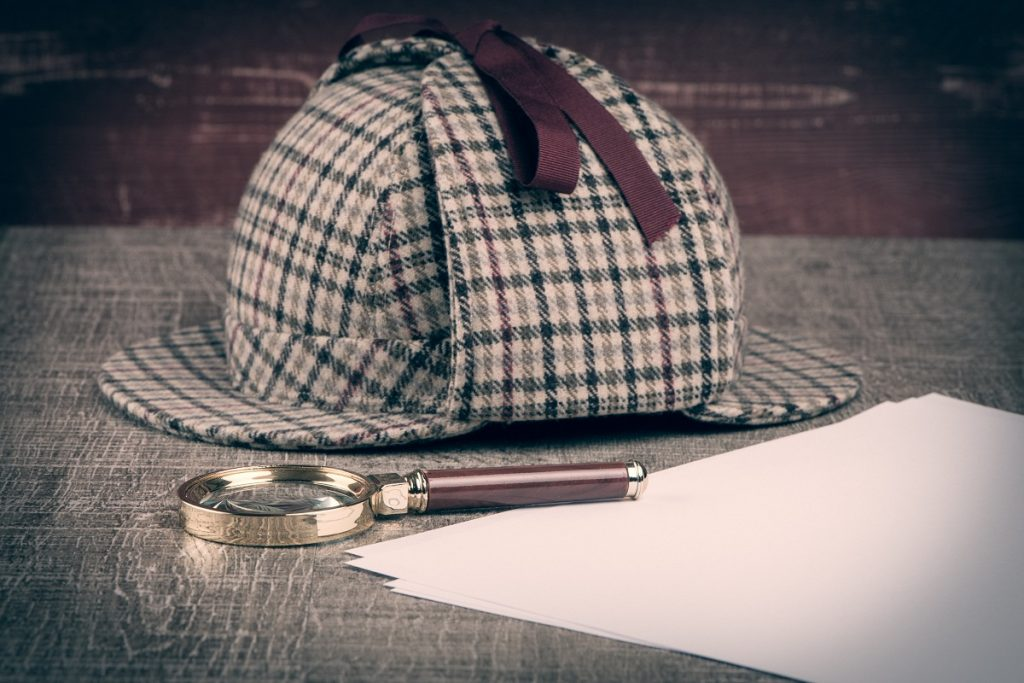 Detective hat and magnifying glass